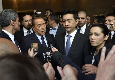 Berlusconi e Mr Bee (ANSA)