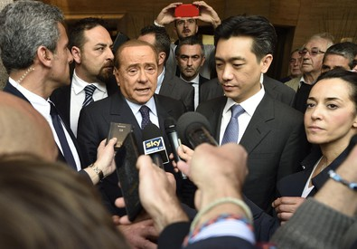 Berlusconi e Mr Bee al termine dell'incontro (ANSA)