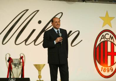 Berlusconi a una festa del Milan nel 2004 (ANSA)