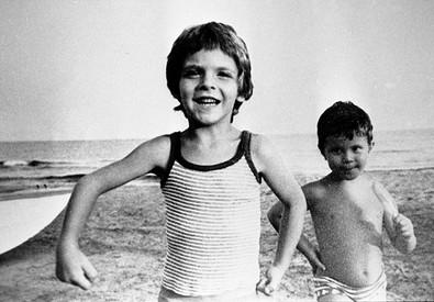 Alfredino Rampi con il fratello Riccardo (a destra) (ANSA)