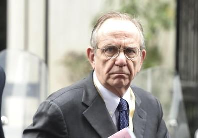 Il ministro Pier Carlo Padoan (ANSA)