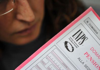 Un modulo per la richiesta di pensione in una foto d'archivio (ANSA)