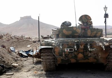 Militanti dell'Isis a Palmira (ANSA)