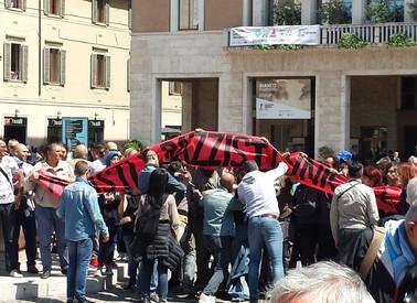 Una immagine della contestazione a Salvini (ANSA)