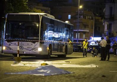Auto travolge passanti a Roma (ANSA)