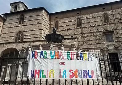 Protesta contro la riforma della scuola a Perugia (archivio) (ANSA)