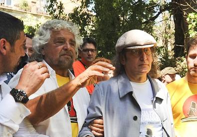 Grillo e Casaleggio sfilano alla marcia da Perugia ad Assisi del M5S (ANSA)