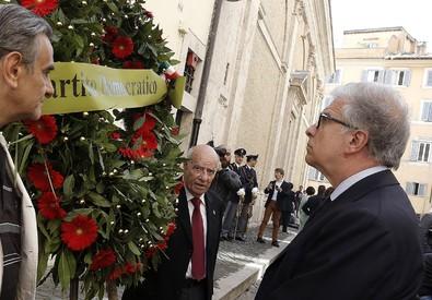 Moro: cerimonia in via Caetani per 37esimo anniversario uccisione (ANSA)