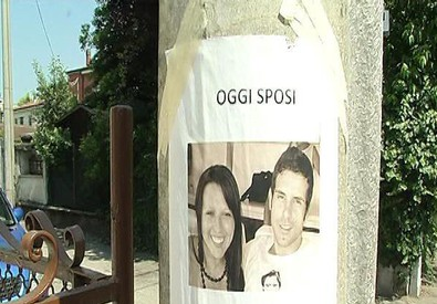 Il manifesto che annunciava il matrimonio di Marco Fornasetti, 29 anni, tra le tre vittime dell'incidente del bus diretto alle cascate del Niagara (ANSA)