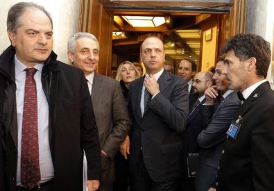 Giuseppe Castiglione (a sinistra) con Gaetano Quagliariello e Angelino Alfano in una foto d'archivio (ANSA)