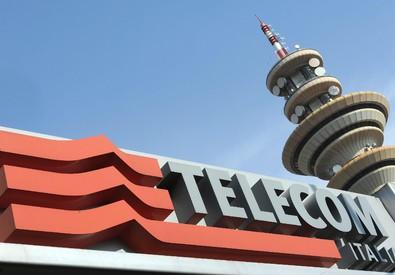 La torre Telecom di Rozzano (Milano) in un'immagine d'archivio (ANSA)