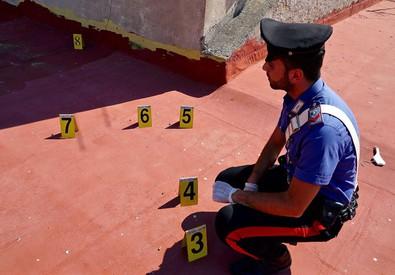 I carabinieri sui tetti di Napoli usati come poligono (ANSA)
