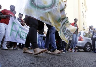 Migranti: Roma, duemila alla marcia degli scalzi (ANSA)