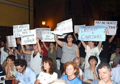 Un momento della contestazione al ministro dell'Istruzione, Stefania Giannini (ANSA)