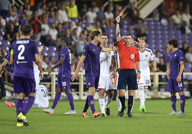 Fiorentina-Basilea, l'espulsione di Gonzalo Rodriguez (ANSA)