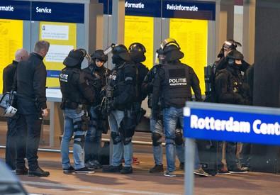Olanda: evacuato treno a Rotterdam, uomo chiuso in bagno (ANSA)
