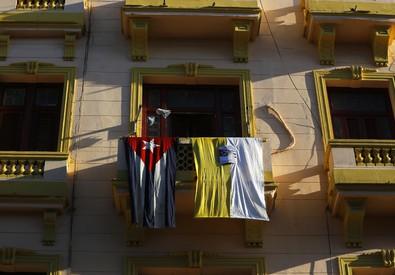 L'abbraccio dell'Avana a Francesco, tutta la città in strada (ANSA)