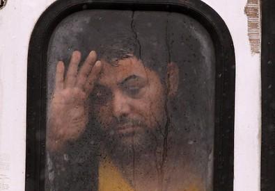 Un migrante su un treno in Croazia (ANSA)