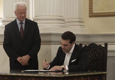 La firma di Tsipras (ANSA)