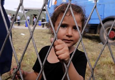 Una bambina rifugiata in Croazia (ANSA)