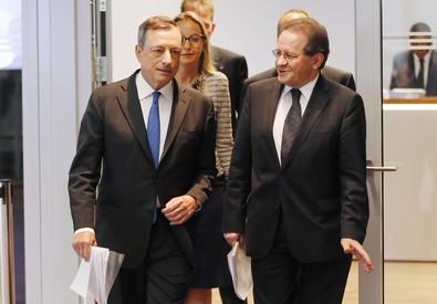 Mario Draghi e Vitor Constancio (ANSA)