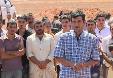 Il padre di Aylan ieri a Kobane in una immagine tratta da un video (ANSA)