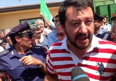 Matteo Salvini all'uscita dal Cara di Mineo (ANSA)