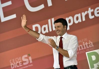 Matteo Renzi durante il comizio (ANSA)