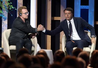 Bono Vox e Matteo Renzi (ANSA)