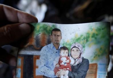 La donna morta nel rogo, con il figlioletto di 18 mesi e il marito, anche loro deceduti (ANSA)