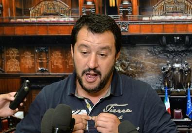 Salvini: Renzi un verme, usa bimbo (ANSA)