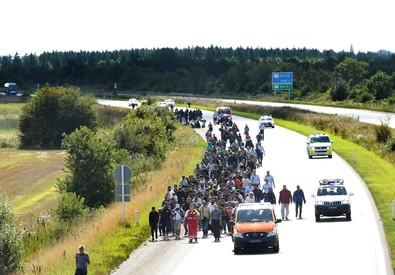 Migranti: la Danimarca blocca i treni con la Germania e una superstrada  e rimanda indietro chi non si registra (ANSA)
