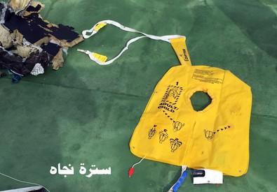 Egyptair: da portavoce esercito prime foto rottami aereo (ANSA)