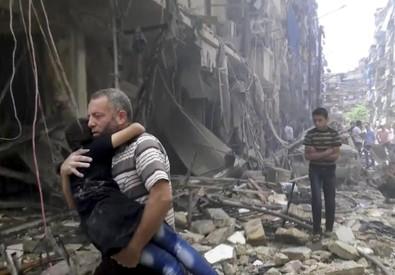 Ancora raid ad Aleppo, in Siria (ANSA)