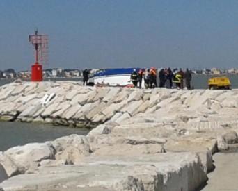 Barca contro gli scogli a Rimini, trovati corpi dei dispersi (ANSA)