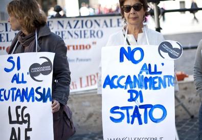 Foto d'archivio di una manifestazione davanti alla Camera (ANSA)