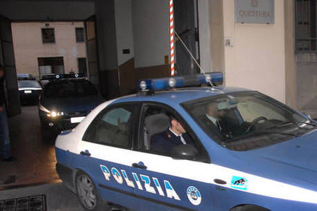 Poliziotto investito nella movida. Fermato un 19enne