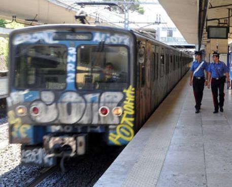 Bologna, grida 'Allah Akbar' sul treno. Panico tra i passeggeri