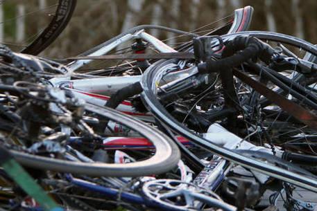 Investe 15 ciclisti nel Lodigiano, arrestato a Castelsangiovanni