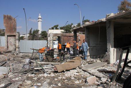 Siria, kamikaze si fa esplodere nel palazzo di giustizia: almeno 25 morti