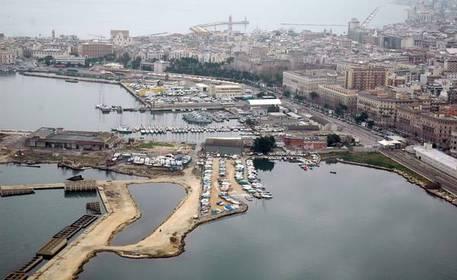 Bari, area portuale (foto di archivio) © ANSA