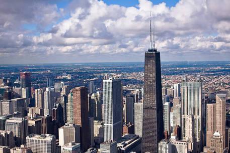Sparatoria a Chicago, almeno 13 feriti