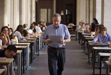 Foto d'archivio di un esame di maturità © ANSA
