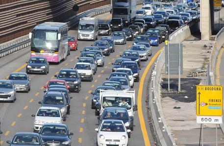 """Benzina: allarme consumatori per il ponte dell'Immacolata: """"Stangata da 30 milioni"""""""