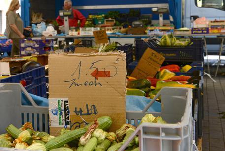 Un mercato, archivio © ANSA