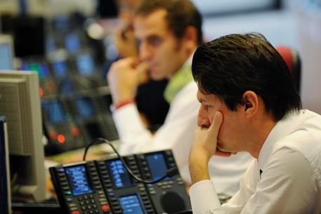 Operatori di Borsa a Milano © ANSA