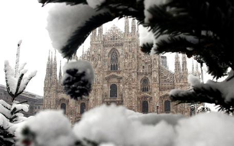 Milano apre la campagna di reclutamento degli 'spalatori' in attesa della neve