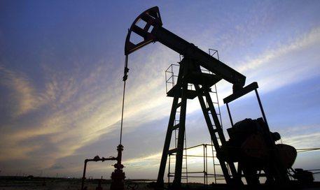 Petrolio, crollano le quotazioni e il Wti a 57 dollari