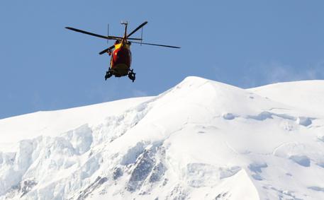 Incidenti in montagna, tre italiani trentenni dispersi da ieri sul Monte Bianco