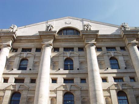 Borsa Milano apre piatta